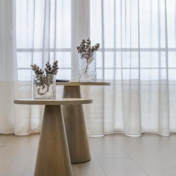 Tekintos svetainės staliukų kojos (ąžuolas), kad derėtų prie pietų stalo